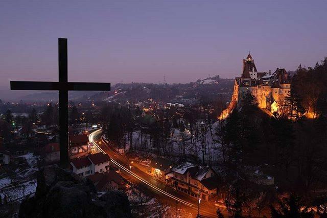 """旅亀羅 on Instagram: """"2020.1.15 ドラキュラのモデルとなったブラド関連の地を訪ねて。ブラン城。 ・ #ルーマニア #rumania #世界一周 #バックパッカー #バックパッカー旅 #旅 #旅行 #せかいいっしゅう #一人旅 #ひとりたび #写真 #カメラ #canon #5dmark3…"""" (806420)"""