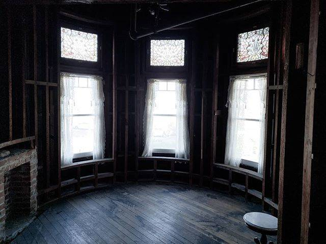 """Grey is the Grave on Instagram: """"Winchester Mansion, upper bedroom. Left unfinished after an earthquake in 1906. >>> #winchestermysteryhouse #hauntedhouses #haunted…"""" (807421)"""