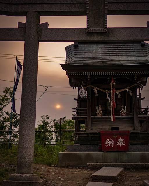 "isawo / a Marketer at Hotel on Instagram: ""⠀ 盛岡ひとりフォトウォーク。小さな神社だけど、こういうところを撮ってると意外と楽しくて、つい時間が過ぎるのを忘れてしまう。 . Always travel with camera. . . . . . #morioka #visitjapan #traveljapan…"" (808890)"