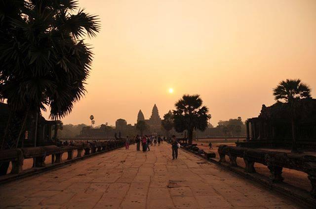 "fabi on Instagram: ""#travelgroup#travelblogger#traveltheworld#travelphotography#travelgram#cambodia #siemreap #sun # AngkorVat #sunrise #nature #sky #太陽…"" (809990)"