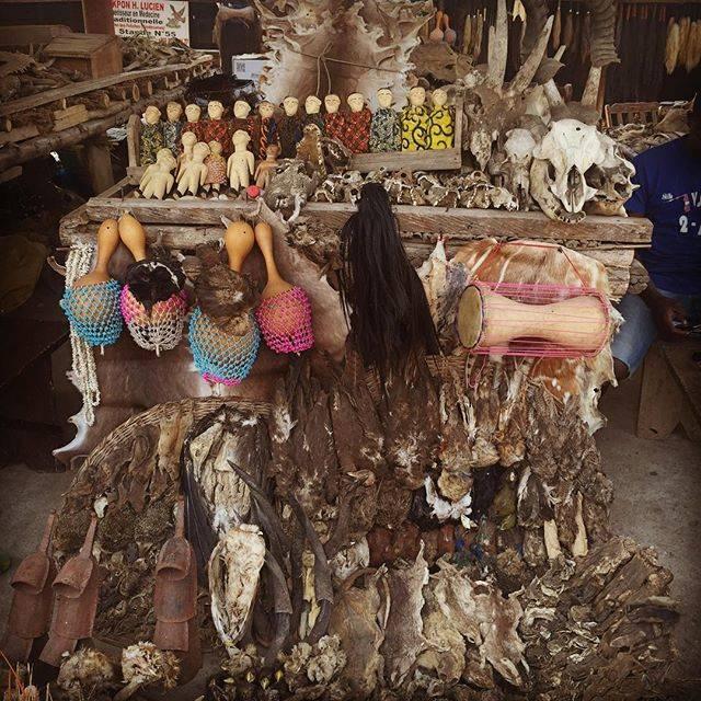 """Momo Nishiyama on Instagram: """"呪術市場#アフリカ #トーゴ #呪術 #lome #アコデセワ#africa #vodoo #ヴードゥー#fetish market"""" (810393)"""