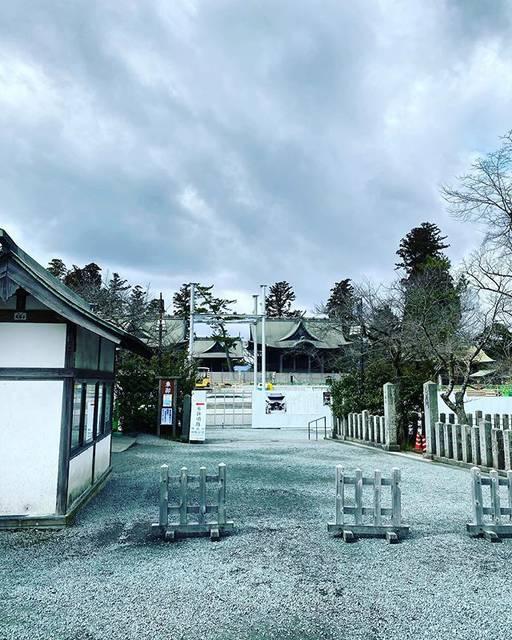 """TomoB on Instagram: """"本日の阿蘇神社の楼門 基礎になる金属支柱が建っていた。 少しずつ、です。 前進前進。 #阿蘇神社 #阿蘇神社周辺 #阿蘇神社⛩  #阿蘇神社参道 #阿蘇神社門前町 #阿蘇  #神社 #楼門 #重要文化財  #熊本 #肥後 #くまもと  #熊本グラム #インスタスポット #復旧…"""" (811495)"""