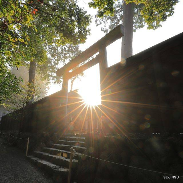 "伊勢神宮 / ISE-JINGU on Instagram: ""#伊勢神宮 #神宮 #神社 #心のふるさと #内宮 #正宮 #皇大神宮 #北御門 #鳥居 #早朝 #朝日 #ISEJINGU #JINGU #SOUL_of_JAPAN #Japan #Jinja #Shinto #Naiku #kotaijingu #Torii…"" (813128)"