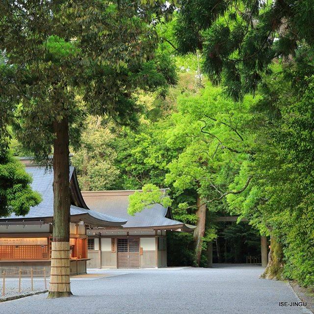 """伊勢神宮 / ISE-JINGU on Instagram: """"#伊勢神宮 #神宮 #神社 #心のふるさと #外宮 #参道 #神楽殿#ISEJINGU #JINGU #SOUL_of_JAPAN #Japan #Jinja #Shinto #Geku #Kaguraden"""" (813131)"""