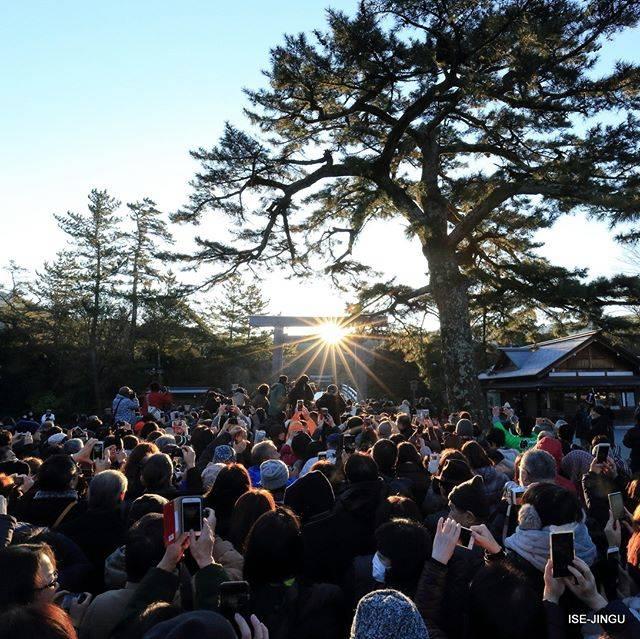 """伊勢神宮 / ISE-JINGU on Instagram: """"#伊勢神宮 #神宮 #神社 #心のふるさと #内宮 #宇治橋 #日の出 #朝日 #冬至#ISEJINGU #JINGU #SOUL_of_JAPAN  #Japan #Jinja #Shinto #Naiku #Ujibashi_Bridge #Sunrise"""" (813133)"""