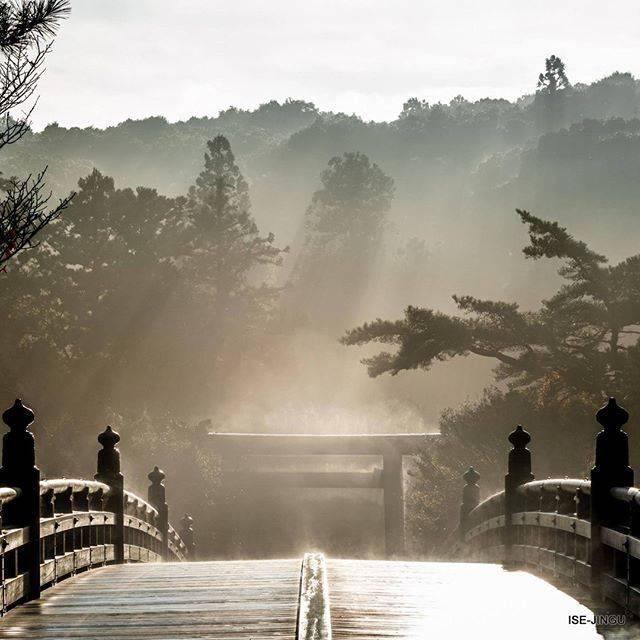 """伊勢神宮 / ISE-JINGU on Instagram: """"#伊勢神宮 #神宮 #神社 #心のふるさと #内宮 #宇治橋 #朝靄 #早朝 #雨上がり #ISEJINGU #JINGU #SOUL_of_JAPAN #Japan #Jinja #Shinto #Naiku #Ujibashi_bridge #morninghaze…"""" (813139)"""