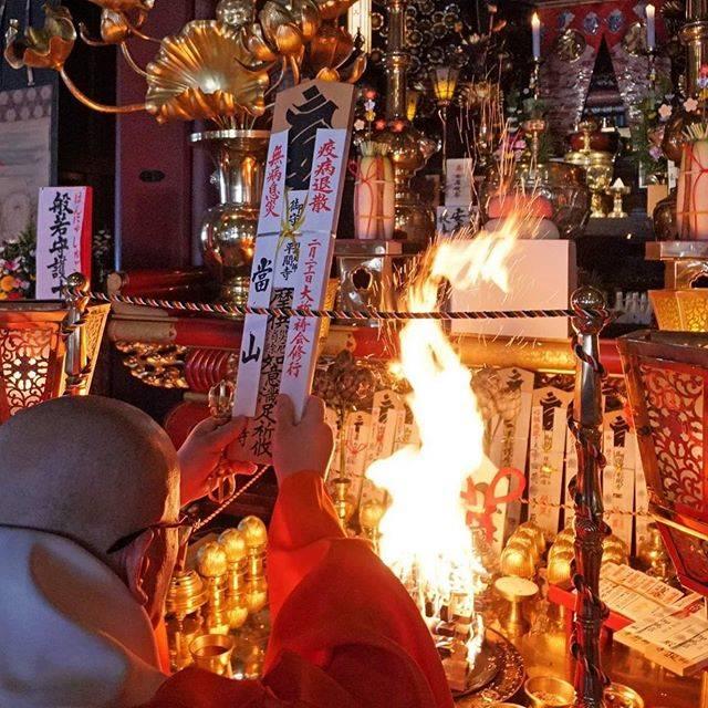 """yu goto on Instagram: """"#kawasaki #kawasakidaishi #temple #japan #corona #japanese  #pray  #buddha #fire #川崎大師 #巡礼  #悪霊退散 #悪疫退散"""" (813326)"""