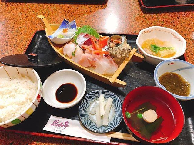 "kazuki yoshioka on Instagram: ""からの、何年かぶりの魚山亭🐟.こんなに安くて美味しい海鮮丼はやっぱり他にない❗️❗️..#境港#魚山亭#家族で遠出#ここのカニ汁たまらん"" (813412)"