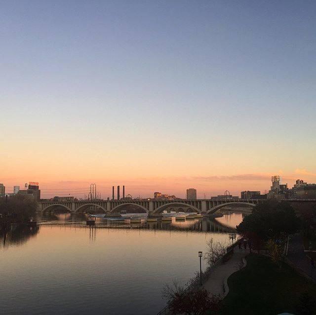 """@kackn on Instagram: """"ミシシッピ川の夕暮です。見えているのは3rd Avenue のアーチ橋だと思います。ミネアポリス到着後のいつものジョギングで。  #ミネアポリス #minneapolis #ミネソタ #minnesota #夕暮 #ジョギング #jogging #ランニング #running…"""" (813482)"""