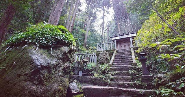 """ズブロ on Instagram: """"最近「良かったよー、行ってみたら」と紹介されて行った御岩神社の御岩山中腹にある、かびれ神宮。御岩神社は有名なパワースポットらしく、平日なのに結構人がいて頂上からの眺めも良く、山の空気も最高でした。#茨城 #御岩神社 #かびれ神宮"""" (813935)"""