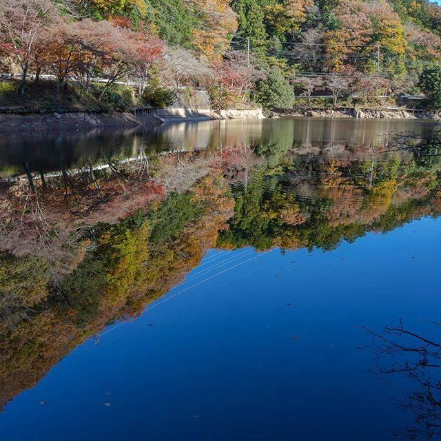 """ユージ on Instagram: """"埼玉県鎌北湖  遠くに行けないのでそこそこ近場で紅葉リフ。 無風で鏡の様になりました。  #japan_of_insta #bestphoto_japan #special_spot #art_of_japan_ #photo_jpn #kf_gallery…"""" (814375)"""
