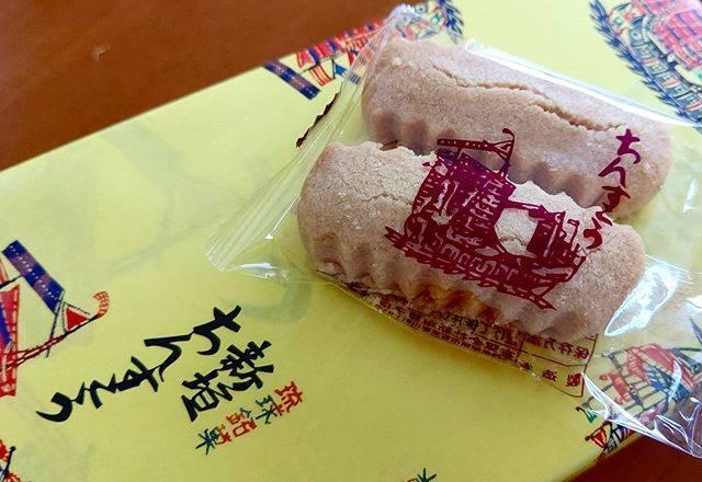 """Miyuki on Instagram: """"#ちんすこう  初めて ちんすこうを食べたのは30年前、愛知県の「リトルワールド 沖縄展示場」  その初めて食べたのが 美味しくなくて、5年くらい前まで ちんすこうを避けてましてん(; ̄ー ̄A  現地で新垣の ちんすこうを食べて衝撃!! うまい~(*≧ω≦)♥️ 甘党の私には…"""" (823516)"""
