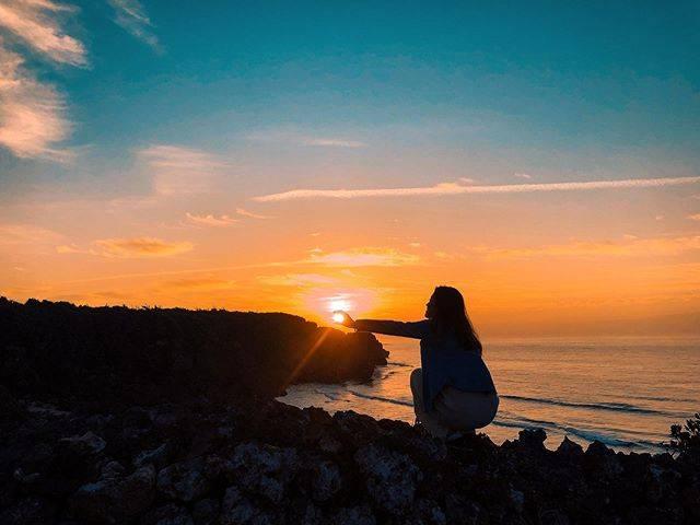 "Mai🥥🌿 on Instagram: ""*・S U N R I S E 🌞早起きはいいことしかない🤙🏾・*#沖縄#沖縄南部#沖縄観光#朝日#朝焼け#朝活#アクティ部#沖縄移住#沖縄移住生活#海がある生活#okinawa#okinawalife#sunrise#happylife"" (823773)"