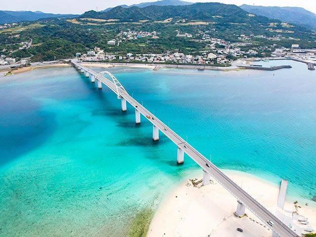 """@ko_worker on Instagram: """"📍Sesoko Island (瀬底島)本当は島の奥の瀬底ビーチに行きたかったんだけど工事で入れず…🚜でもでも橋を渡ったすぐにあるアンチ浜も最高だった🤤"""" (823810)"""