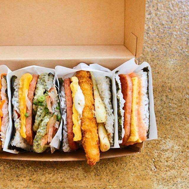 """Hanako編集部 on Instagram: """"沖縄で食べたい人気朝食といえば〈ポークたまごおにぎり本店〉🍙  沖縄でおなじみのスパムと卵焼きセットを始め、具材のバランスなどオーナーが試行錯誤を繰り返して作ったおにぎりメニューがそろう✨  📍那覇空港の到着口1Fと、北谷アメリカンビレッジにも店舗あり。 …"""" (824946)"""