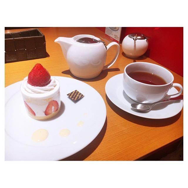 """み づ き ໒꒱ on Instagram: """"6/9💕 . 誕生日の贅沢ということで、一人でお茶してきました🙌 エーデルワイス沖縄〜🌺 クリームは甘めのとこだった〜 このケーキ本当に美味しかったなぁ……… チョコのケーキも気になる👀 #エーデルワイス沖縄 #パレットくもじ #ケーキ #instafood…"""" (824973)"""