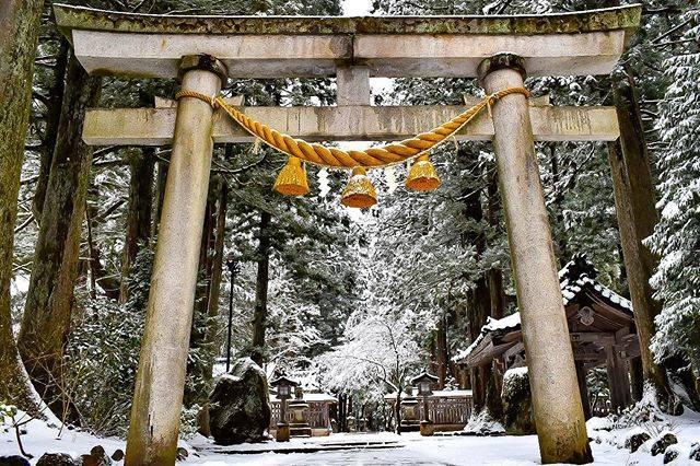 "Naoya on Instagram: ""雄山神社、雪が降り積もり美しい#雄山神社"" (825240)"