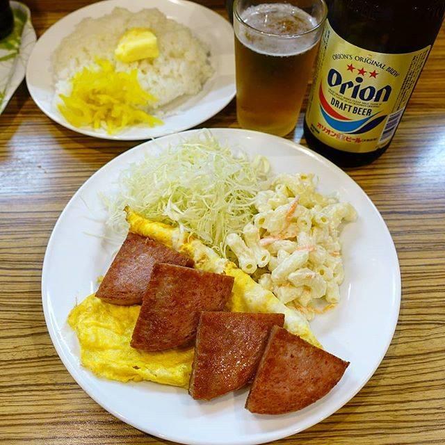 """福岡 沖縄 九州 福岡グルメ okinawa fukuoka on Instagram: """"はいさーい!今夜は那覇の三笠食堂さんでポークたまご定食を頂きました。ご飯の上にまず卓上のたくあんを乗せ、次にマーガリンをベッチョリしてから醤油をちょろり。こいつとポークたまごが合うんです。三笠食堂さんは何を食べても美味しいです。ちなみに沖縄で活躍されているモデルの#大城優紀…"""" (825681)"""