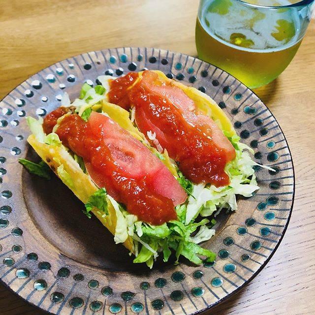 """minori iwata on Instagram: """"テイクアウトしてキングタコス🌮ビール🍺やちむん💙#キングタコス #石倉陶器所 #やちむん"""" (825827)"""
