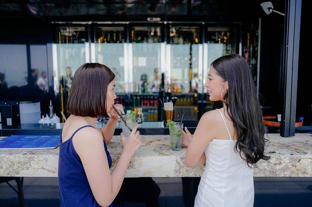"King Power Mahanakhon on Instagram: ""All you need are the lovely wind, the sparkling drinks and the perfect views! #KingPowerMahanakhon"" (826105)"