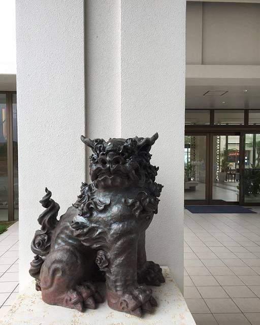"""Yuichiro Aikawa on Instagram: """"#沖縄#本部#アラマハイナコンドホテル#エントランス#シーサー"""" (826222)"""