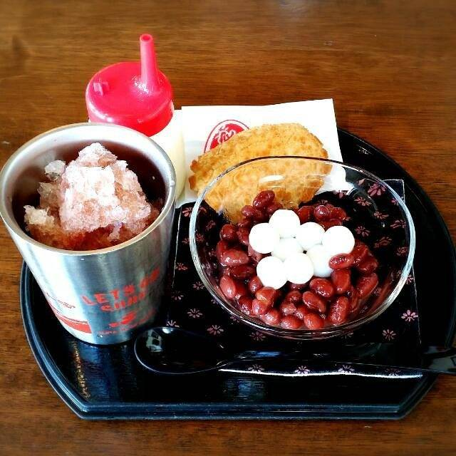 """Luna Yuebing on Instagram: """"Okinawa style ice shave dessert. #iceshave #icesweets #beans #traveldessert #travelsweets #travelling #ぜんざい #沖縄ぜんざい #富士家 #富士家ぜんざい #那覇 #naha…"""" (826285)"""