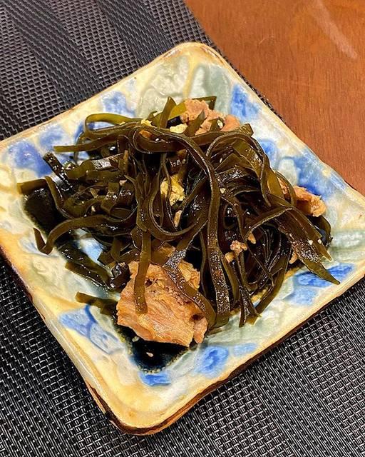 "gushiken.natsuki on Instagram: ""#くぅーぶいりちー我が家は皆んな好きそばの出汁骨から肉をとって作ったよ👌#沖縄料理"" (826511)"
