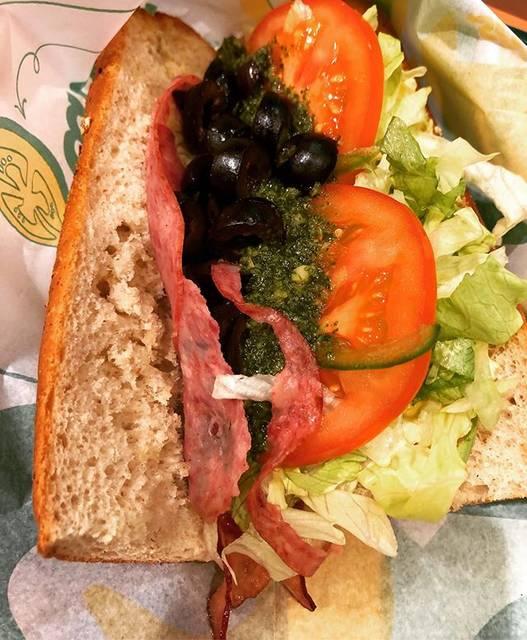 "@foodieanimal on Instagram: ""久しぶりにSUBWAYでLunch!昼得セット食べるつもりがBLTは対象外なの知らず、ちょっとガッカリ💦週替わりなんですね🥪#subway #sabwaylunch #subwaybltsandwich #オリーブ多めで #タマゴトッピング  #サブウェイblt #バジルソース"" (826587)"