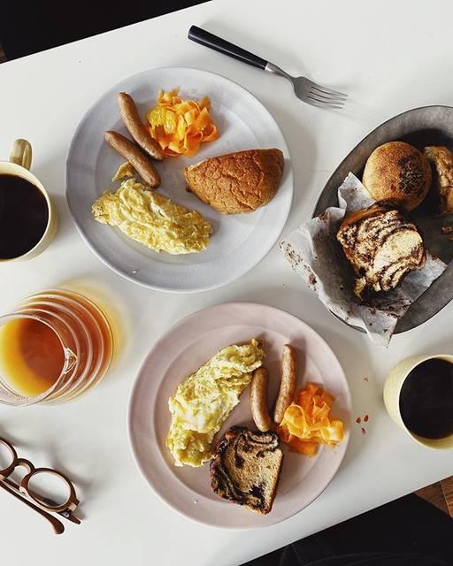 """伊藤 菜衣子 on Instagram: """"おいしいパンがある人生は しあわせだ、という結論にオットと至り (というよりはオット""""が""""至り) わたしが大ファンの 沖縄の宗像堂のパンをお取寄せしてくれた🥺🥺🥺 ・ 今日もちびちびと 冷凍しておいたのを食べている。 これは毎月頼んでしまいそうだ😋 ・ 自粛ムードが続く中、…"""" (826900)"""