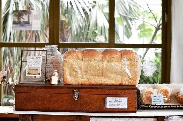 """沖縄ラボ🌸 on Instagram: """"沖縄に来てまでわざわざパン屋?という声も聞こえてきそうですが、じつは沖縄っておいしいベーカリーがたくさんあるんです。オシャレタウンの港川外人住宅にある「ippe…"""" (826983)"""