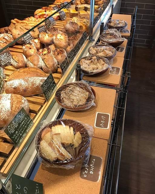 """パン・ド・カイト那覇西町店 on Instagram: """"こんにちはパンドカイト那覇西町店です! ・ 店内にて""""試食コーナー""""を設置してます! 是非、色んなパン食べてお好みを見つけて下さい❗️ ・…"""" (826994)"""
