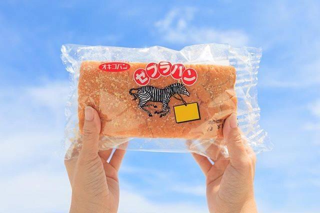"""おきなわLikes on Instagram: """"ゼブラパン 沖縄県民に昔から愛されている ゼブラパン。 甘くて、厚みがあって美味しいですよね。 ところでこのパンをみると わたしは学生時代を思い出します。 学校の運動会や文化祭の後、 部活の試合に勝った時や負けた時、 (買い食いはダメですよね、すいません!)…"""" (827130)"""