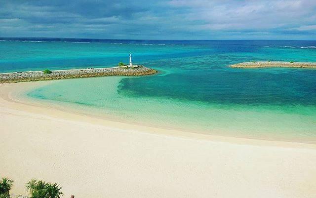 """セッチ(setchi) on Instagram: """"沖縄本島🌴恩納村サンマリーナビーチ🌊 Sheraton Okinawa Sunmarina Resort  曇っていても綺麗な沖縄の海🏝️ エメラルドブルーやコバルトブルーのグラデーションと砂浜の曲線が美しかった💚💙…"""" (827355)"""