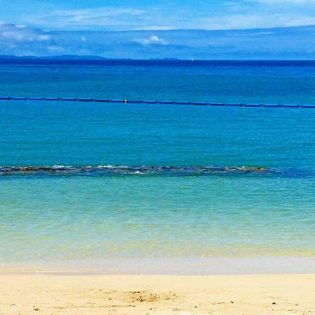 """maki on Instagram: """"#青い空#青のグラデーション#青と青#沖縄#沖縄の海#かこそら#空がすき#かりゆしビーチおはようございます。毎年行っていた沖縄ですが、今年は行けないかな…時期を変えたら行けるかな?と、気持ちの中で少し悪あがきしています。また、青い海見たいな〜🌊"""" (827361)"""