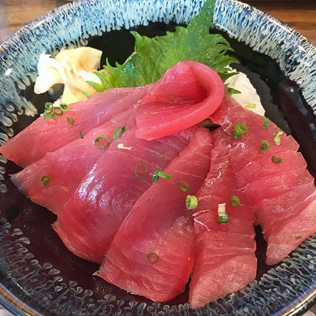 """@mgmgarichan on Instagram: """"沖縄で初の海鮮✊🏼わさびが液状だったんだけど美味しかった!😲#沖縄 #沖縄グルメ #ウミカジテラス #親父のまぐろ #まぐろ丼"""" (827967)"""