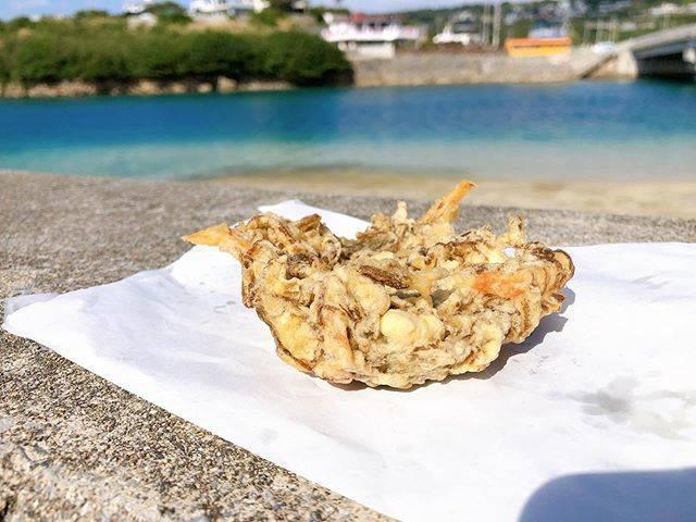 """@mihorian345 on Instagram: """". . 私のお気に入りは、〝あーさ〟. 残念ながらお目当ての〝あーさ〟は季節商品だそうで. 1月から・・・とのことで 食べられませんでした😢. . もずくにしたけど、今回は揚げたてじゃなかった😞. 残念でした😌. . . . #沖縄 #沖縄旅行 #okinawa #奥武島…"""" (828422)"""