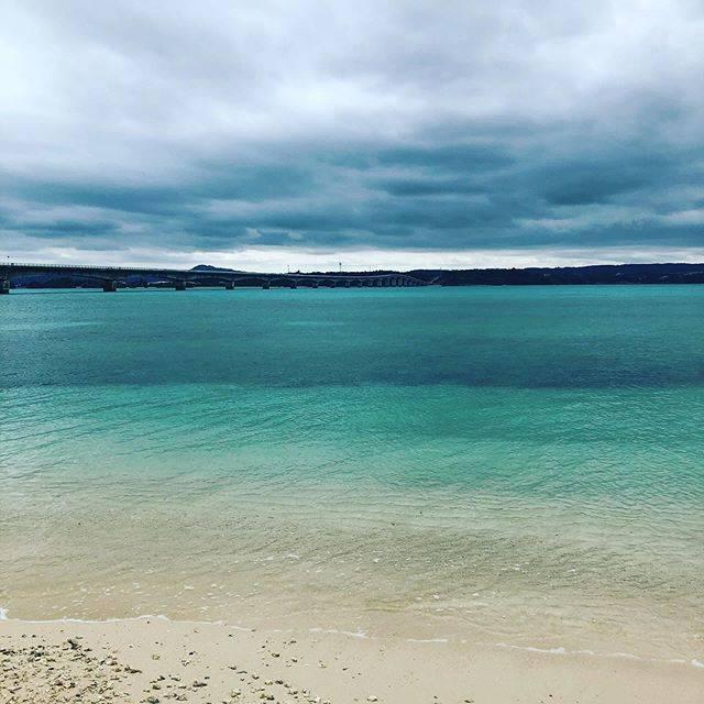 "OKiKO on Instagram: ""晴れてればもっと綺麗だったろうに。#沖縄 #沖縄旅行 #沖縄観光 #古宇利島 #古宇利島大橋 #古宇利島ビーチ #曇天 #萎え #okinawa #okinawatrip #okinawa_love #kouriisland #beach#2020春"" (828485)"