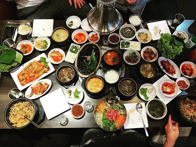 """에즈금융서비스 길재민 부지점장 on Instagram: """"역시 한국 음식이 최고5명이서 먹은 13인분.... 김치찌개된장찌개순두부찌개비지찌개육회비빔밥 2개불고기 돌솥비빔밥 2개뚝불 2개떡갈비 2개떡볶이원없이  들이마셨다.... #방콕여행 #방콕 #한인타운 #한식"""" (828648)"""