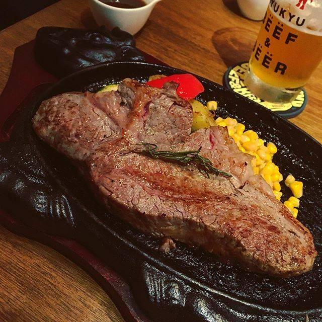 """@ktkmstk0419 on Instagram: """"沖縄の思い出。沖縄といえばステーキ。ホテルの近くで急遽取ったけど◎でした。  #沖縄グルメ #恩納村グルメ #ステーキ #沖縄もとぶ牛 #琉球ビーフ&ビア #琉球beefandbeer #サーロインステーキ #肉肉肉 #そしてビール #沖縄最高 #ひたすら食べる旅…"""" (829037)"""