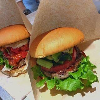 """JuRiA(じゅりあ) on Instagram: """"【 the 3rd Burger】 .  なんと言ってもコスパよすぎ♡ 美味しくてお手頃❣️ またしてもWASABI味‼️笑 もう少し近くにあればいいのになぁと思う。野菜もいっぱい入ってて美味しそうでしょ?美味しいょ💕 . . . 〜¥1000 . .…"""" (829108)"""