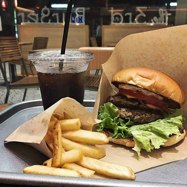 "Norikazu Sato on Instagram: ""Burger in Kichijoji #the3rdburger #3rdburger #burger #bigoneburger #kichijoji #ザサードバーガー #バーガー #ビッグワンバーガー #吉祥寺 #吉祥寺カフェ #吉祥寺バーガー"" (829112)"