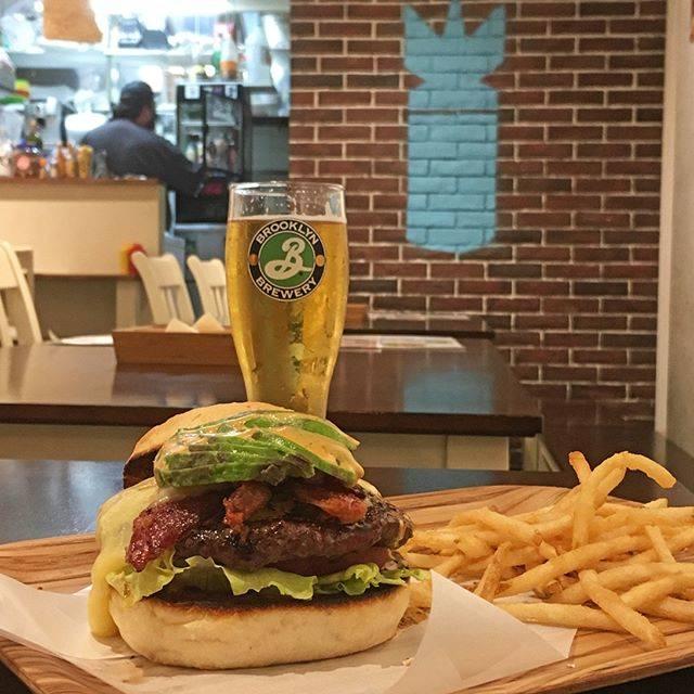 "Norikazu Sato on Instagram: ""今日はバーガーの日ということでまとめてアップ。 Burger in Kichijoji #fatzs #fatzsthesanfranciscan #burger #kichijoji #brooklybrewery #ファッツ #ファッツザサンフランシスカン #バーガー…"" (829113)"