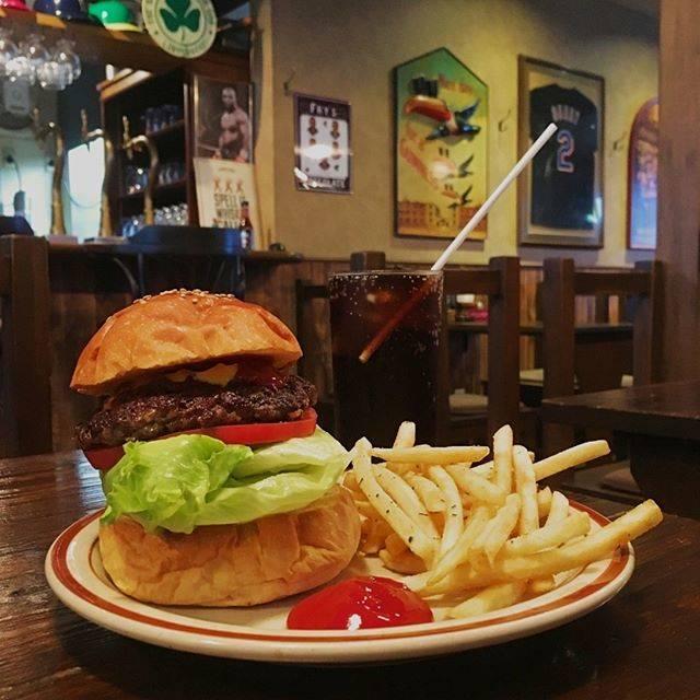 "Norikazu Sato on Instagram: ""Burger in Kichijoji #luckygeorge #sportspubluckygeorge #burger #kichijoji #smoked #ラッキージョージ #バーガー #吉祥寺 #吉祥寺カフェ #吉祥寺バーガー"" (829123)"
