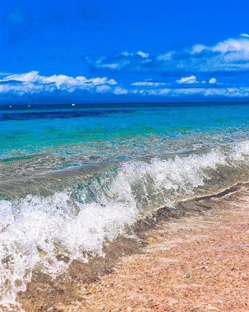 """70Channel on Instagram: """"大泊ビーチは⛱本島ではトップクラスの透明度🤩👍📸 Shot by 📱80D #beach #海好きな人と繋がりたい  #沖縄 #海中道路 #伊計島 #伊計大橋  #うるま市 #wave #大泊ビーチ  #沖縄好きと繋がりたい  #沖縄フォト祭り #沖縄旅行 #海…"""" (829236)"""