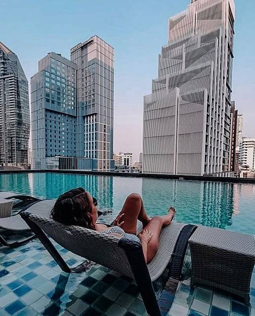"""Oakwood Suites Bangkok on Instagram: """"How about a weekend like this?  Unwind in our saltwater infinity pool and enjoying the city life at Oakwood Suites Bangkok.  Photo 📸 :…"""" (829798)"""