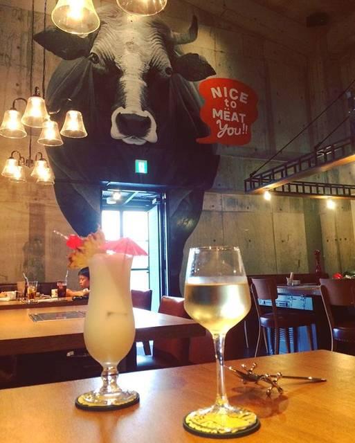 """mayupan on Instagram: """"☆ ・ 琉球BEEF&BEER ・ ・ 行って来たー!! 牛がかなりのインパクト😲 男前な店内。カッコよかった。 ココナッツが効いたバージンピニャコラーダが とってもおいしかった! ・ ・ ・ #琉球BEEFANDBEER #ryukyubeefandbeer…"""" (830610)"""