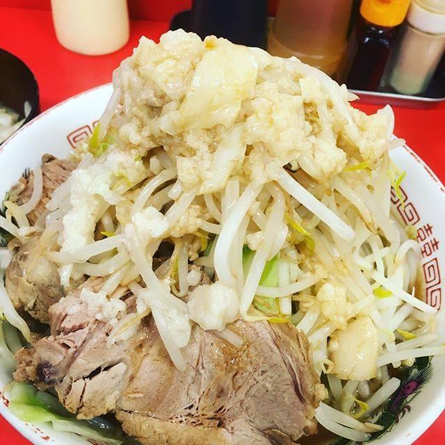 """あきいろふわり on Instagram: """"#沖縄大食い #赤ひげラーメン那覇松山店レディースデイだったので以前からチェックしてたこちらに行きました。初めてのお店なので、大はやめて中の全てマシ。米が欲しくなる、、思ったより明るいお店でした。"""" (830708)"""