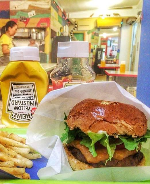 """オベロイ鎌倉 Jenggala store Japan on Instagram: """"鎌倉御成 Alley Cat Burger & Dogs🍔🍟🌭…"""" (830832)"""