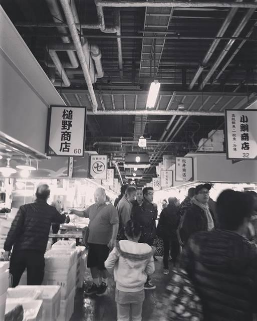 """ハンドメイドショップmadeinHAND on Instagram: """"木津市場活気あって雰囲気が好き商人の空間#大阪市場#木津#喫茶マイニチ#活気#売り出し#商い人#年末#師走"""" (830942)"""