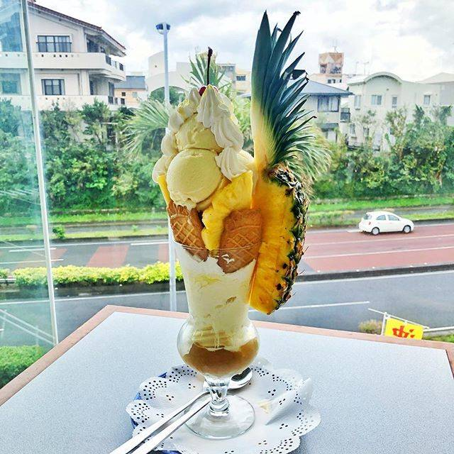 """Leo Online on Instagram: """"I came to the pineapple house in Okinawa. Very big pineapple parfait was delicious. All-you-can-eat pineapple full. ・ ・ ・ ・ ・ #i #came #to…"""" (831232)"""